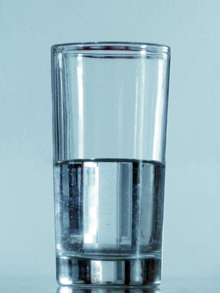 Beure aigua tot el dia al menjador.