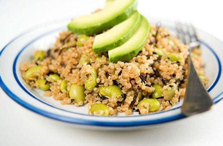 Amanida de quinoa i alvocat per menjadors escolars